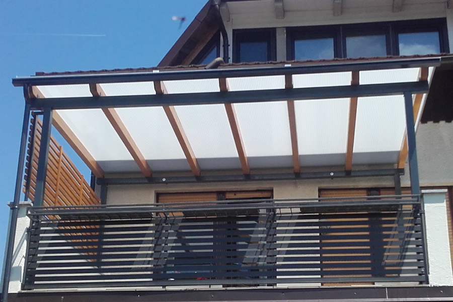 Nadstrešek za teraso iz polikarbonata